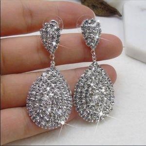Farah Jewelry Jewelry - Very Sparkly Luxury Earrings
